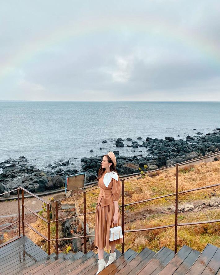 12 ý tưởng diện chân váy dài cực xinh và sang từ sao Việt bạn có thể diện quanh năm được-10