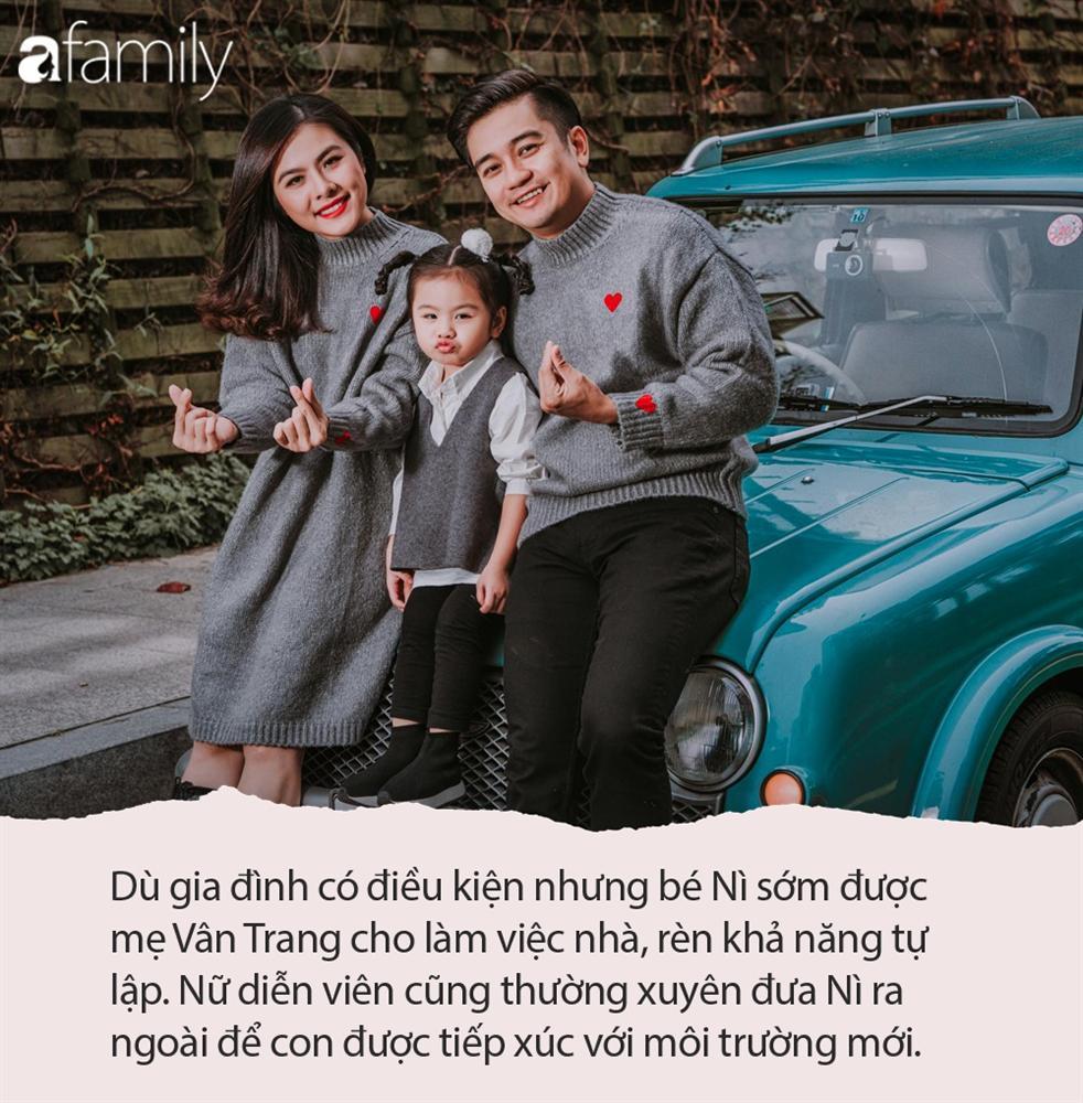 Từ lúc con gái 3 tháng tuổi, Vân Trang đã thường xuyên làm một việc giúp bé Nì mau mồm mau miệng, hỏi không ngớt khiến mẹ thấm mệt-1