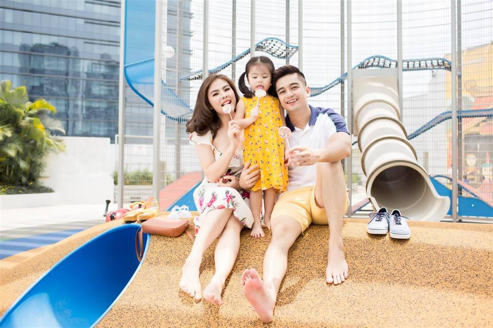 Từ lúc con gái 3 tháng tuổi, Vân Trang đã thường xuyên làm một việc giúp bé Nì mau mồm mau miệng, hỏi không ngớt khiến mẹ thấm mệt-2