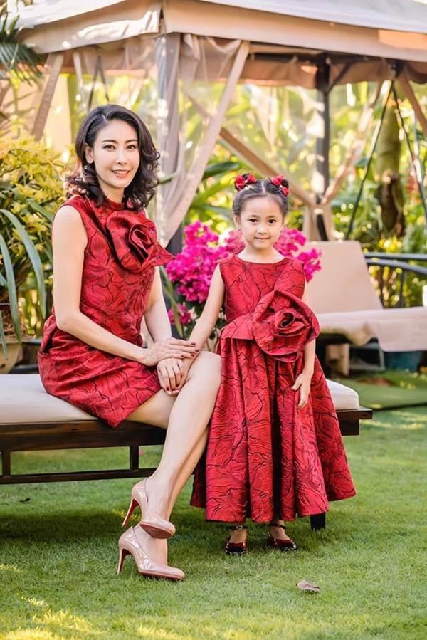 Những lần mặc đồ đôi chất như nước cất của Hà Kiều Anh và con gái út-1