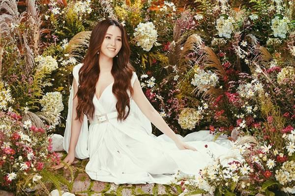 Á hậu đẹp nhất VTV hiếm hoi mặc sexy, khoe vòng một gợi cảm-9