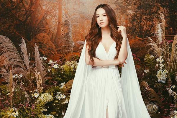 Á hậu đẹp nhất VTV hiếm hoi mặc sexy, khoe vòng một gợi cảm-11