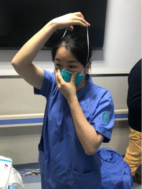 Không cứu sống được bệnh nhân nhiễm virus corona, 2 bác sĩ Vũ Hán bị đánh đập và xé áo bảo hộ cùng tâm sự nhói lòng của một nữ y tá-2