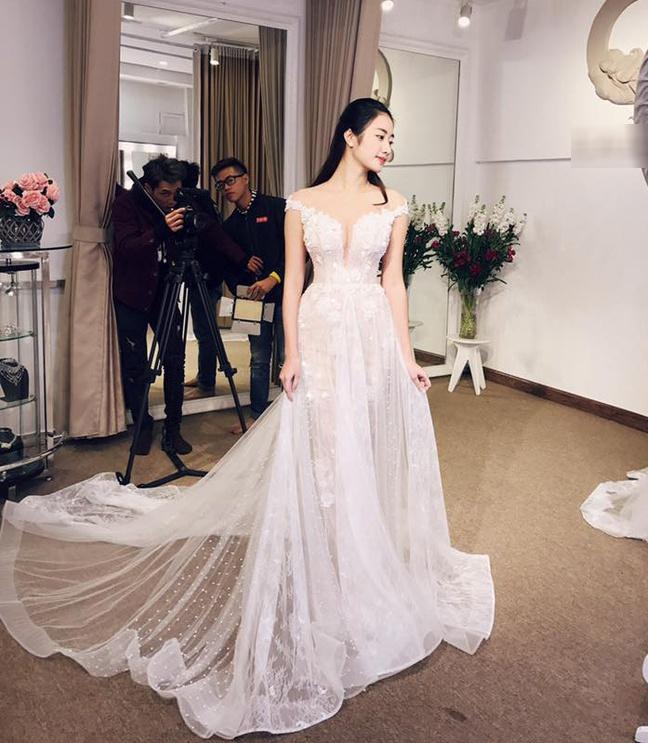 Váy cưới của vợ cầu thủ Văn Đức có giá 600 triệu đồng?-5