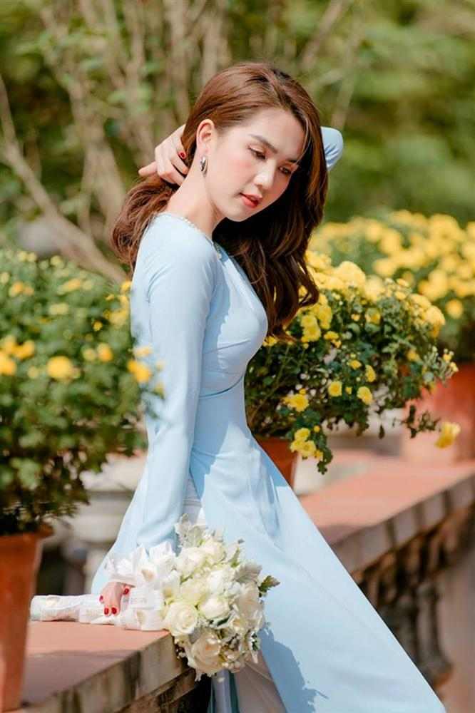 Tuổi 30, Ngọc Trinh mặc áo dài đẹp hút mọi ánh nhìn đầu năm mới-2