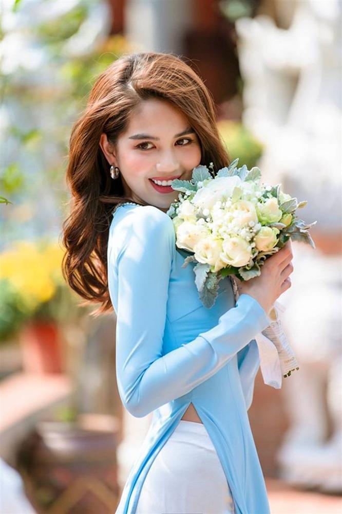 Tuổi 30, Ngọc Trinh mặc áo dài đẹp hút mọi ánh nhìn đầu năm mới-3