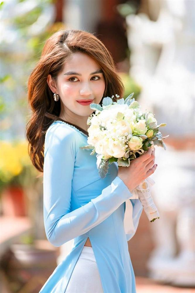 Tuổi 30, Ngọc Trinh mặc áo dài đẹp hút mọi ánh nhìn đầu năm mới-6