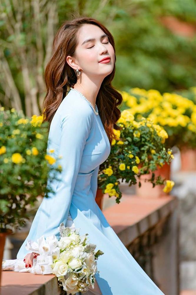 Tuổi 30, Ngọc Trinh mặc áo dài đẹp hút mọi ánh nhìn đầu năm mới-7