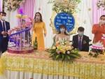 Đám cưới gây chú ý ngày Chủ Nhật: Khách đeo khẩu trang, xếp hàng đo thân nhiệt trước khi vào bàn tiệc-3