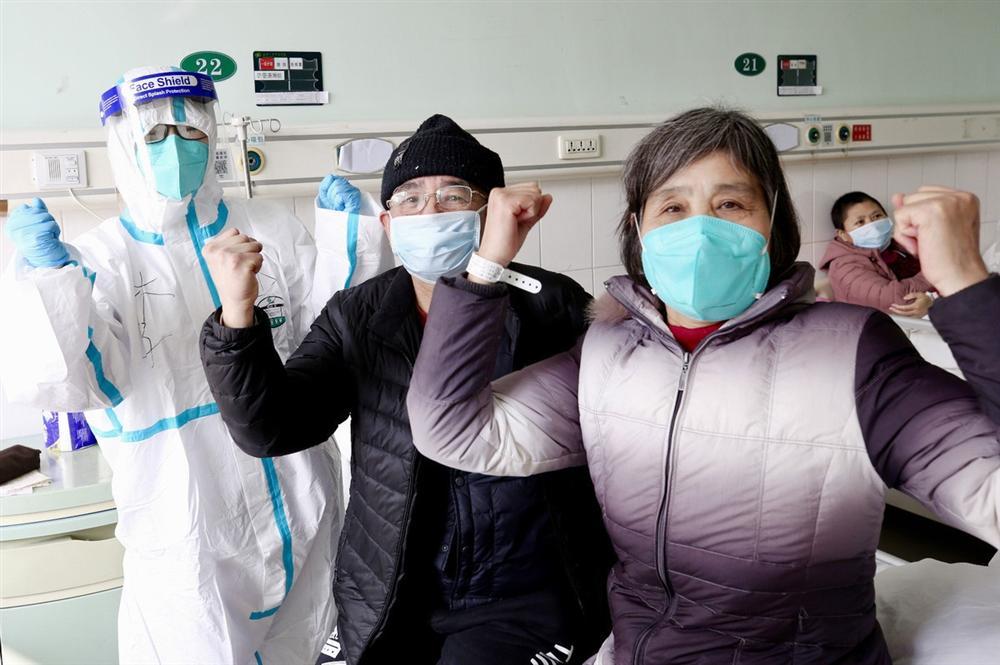 Nhà dịch tễ học nổi tiếng Trung Quốc tìm ra phương pháp 4 chiến đấu - 2 cân bằng, điều trị hiệu quả cho bệnh nhân nguy kịch vì coronavirus-1
