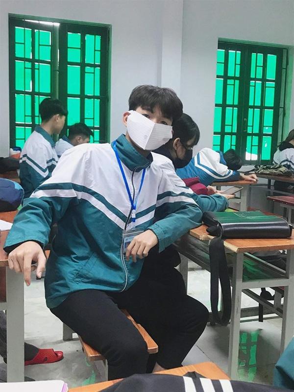 Cập nhật tình hình các lớp học mùa dịch: Muôn kiểu style chất lừ với chiếc khẩu trang huyền thoại giúp phòng chống virus corona-1