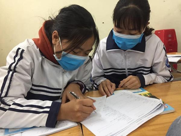 Cập nhật tình hình các lớp học mùa dịch: Muôn kiểu style chất lừ với chiếc khẩu trang huyền thoại giúp phòng chống virus corona-2