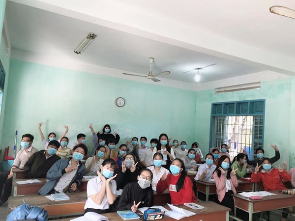Cập nhật tình hình các lớp học mùa dịch: Muôn kiểu style chất lừ với chiếc khẩu trang huyền thoại giúp phòng chống virus corona-7