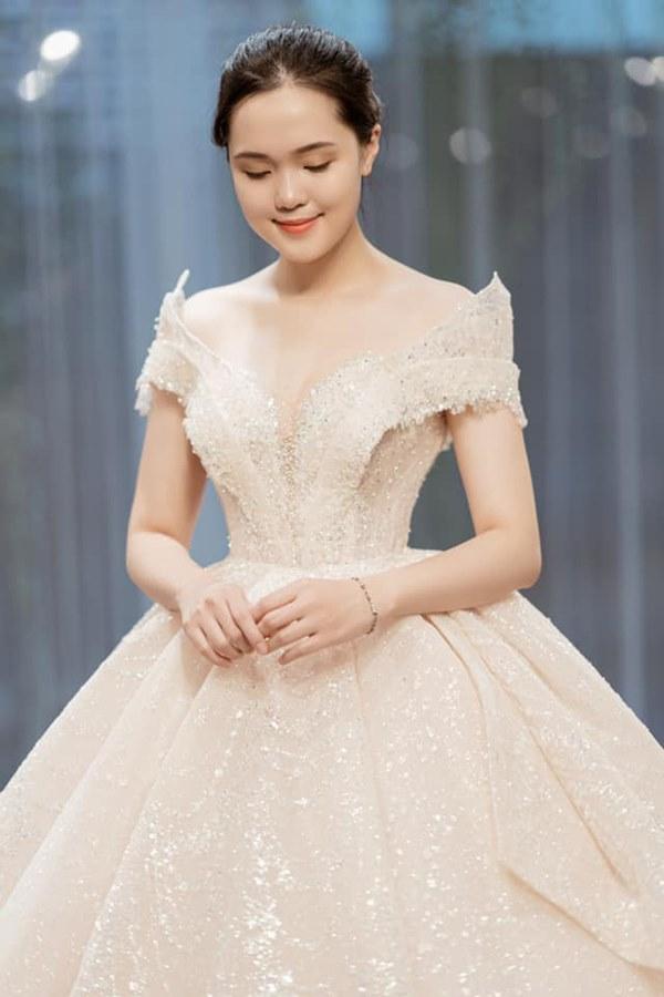Quỳnh Anh khoe ảnh mặc váy cưới siêu xinh, tiết lộ được đích thân Duy Mạnh đưa đi mua và dành tặng bộ váy đẹp nhất-1