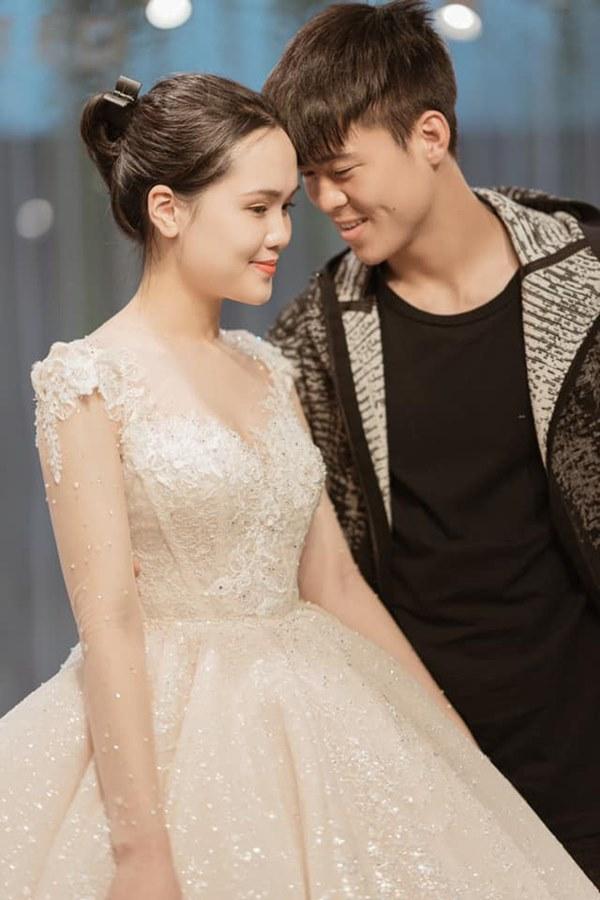Quỳnh Anh khoe ảnh mặc váy cưới siêu xinh, tiết lộ được đích thân Duy Mạnh đưa đi mua và dành tặng bộ váy đẹp nhất-2