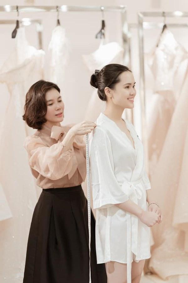 Quỳnh Anh khoe ảnh mặc váy cưới siêu xinh, tiết lộ được đích thân Duy Mạnh đưa đi mua và dành tặng bộ váy đẹp nhất-3