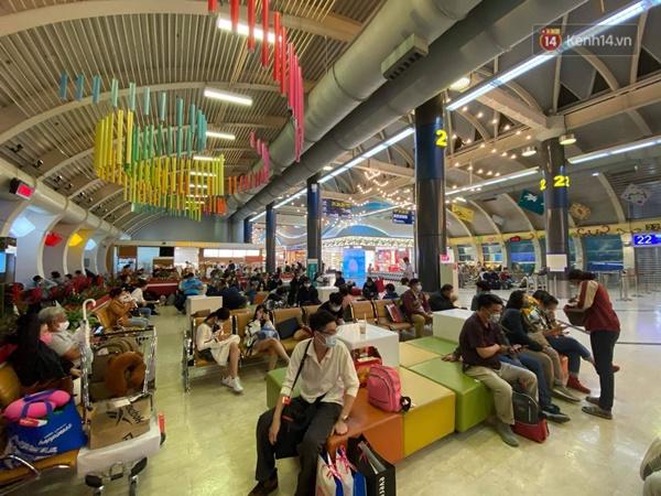 Cả trăm du khách Việt vật vờ ở sân bay Đài Loan từ sáng đến tối để chờ về nước trong mùa dịch virus corona-3