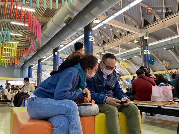 Cả trăm du khách Việt vật vờ ở sân bay Đài Loan từ sáng đến tối để chờ về nước trong mùa dịch virus corona-4