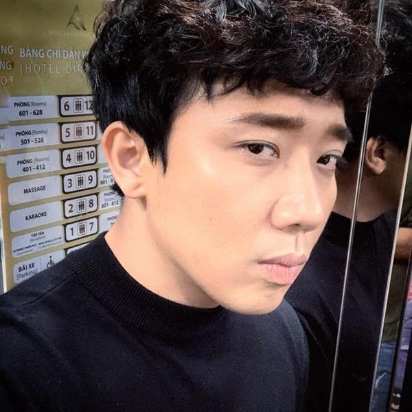 Đầu năm Trấn Thành không điệu mà diện tóc bổ luống giản dị, fan hết bảo tóc Đan Trường lại nóigiống diễn viên hài Thu Trang-5