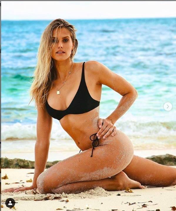 Mê mẩn ngắm đường cong bỏng rẫy của siêu mẫu Natalie Roser-5