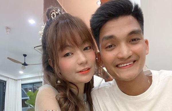 Mạc Văn Khoa và bạn gái tổ chức cưới vào cuối năm-1