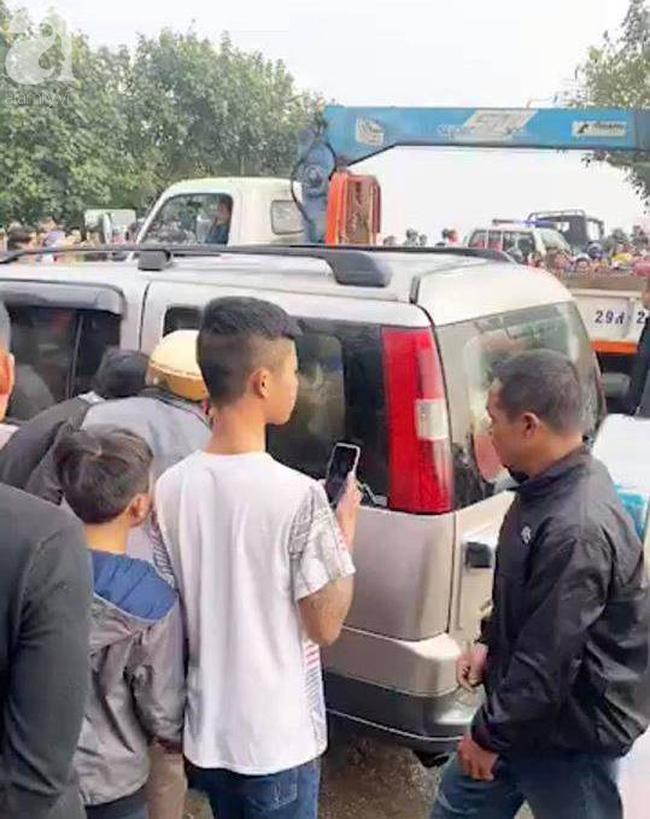 Nam Định: Xe 7 chỗ trôi xuống sông khi qua phà, một người tử vong-2