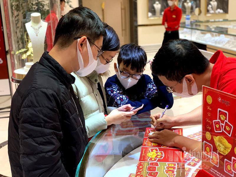 Dồn tiền mừng tuổi 9 năm, 250 triệu mua vàng Thần Tài trữ cho con-1