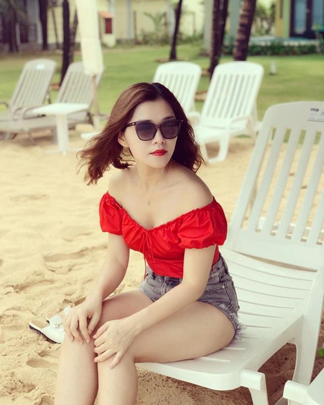Vẻ gợi cảm của người phụ nữ U40 khiến Chi Pu ngưỡng mộ-6