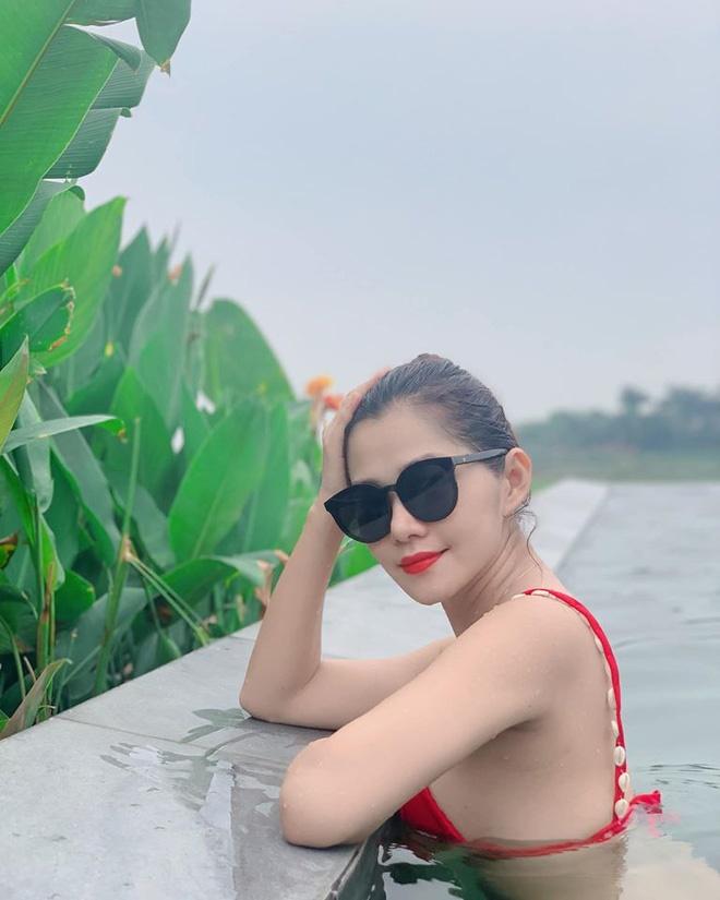 Vẻ gợi cảm của người phụ nữ U40 khiến Chi Pu ngưỡng mộ-8