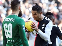 Tuyên bố bắt bài Ronaldo đá 11 m, thủ môn hai lần bị đánh bại