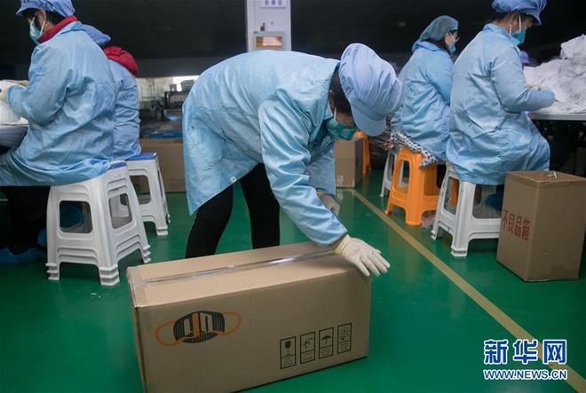 Bên trong các nhà máy sản xuất khẩu trang tại Trung Quốc-7