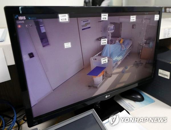 Bên trong phòng cách ly của bệnh nhân nhiễm virus corona đầu tiên ở Hàn Quốc: Được chăm sóc tích cực 24/7 gần 1 tháng nhưng không thuyên giảm-1