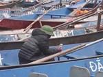 """Màn cưỡng chế"""" lên đò tại lễ hội Chùa Hương: Từ trên bờ xuống thuyền giá được thay đổi chóng mặt, khách từ chối đi cũng không được cho lên bờ-6"""