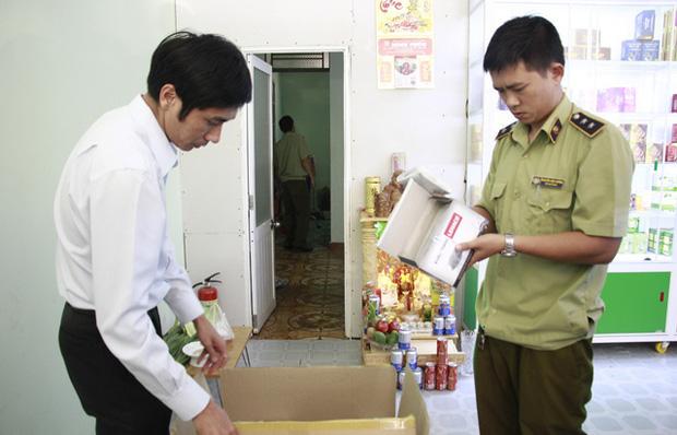 Phát hiện nhà thuốc găm 2.000 khẩu trang y tế dù báo hết hàng-1