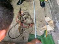 Tạm giữ người chồng nhẫn tâm sát hại vợ bằng dụng cụ kích điện tại nhà
