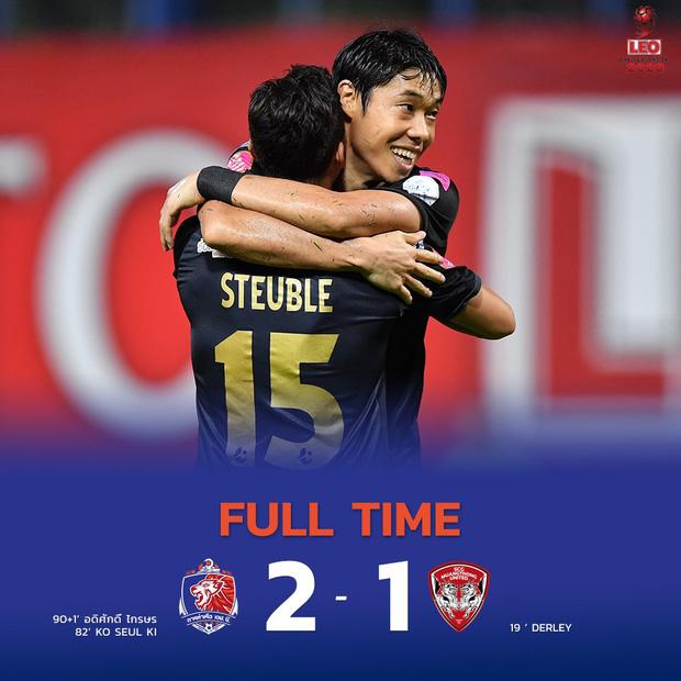 Văn Lâm thua 2 bàn trong 10 phút, đau hơn khi bị đồng đội cũ bắn hạ làm mất chức vô địch đầu tiên trên đất Thái-2