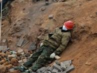 Nỗi khổ cực khó ai thấu ở các công nhân xây dựng bệnh viện dã chiến tại 'ổ dịch' Vũ Hán: Giờ giải lao và giấc ngủ ngon bỗng hóa xa xỉ