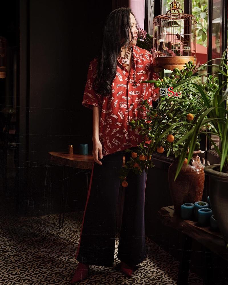 Nhìn cây hàng hiệu của Phượng Chanel mà cư dân mạng tranh cãi: Thẩm mỹ kém hay là Quá chất đây?-6