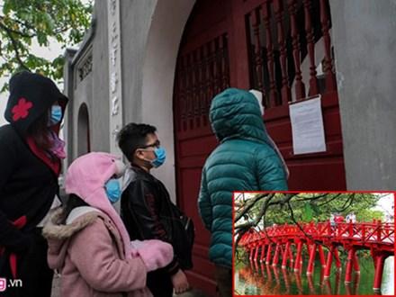 Hà Nội: Khách du lịch bất ngờ khi cầu Thê Húc đóng cửa