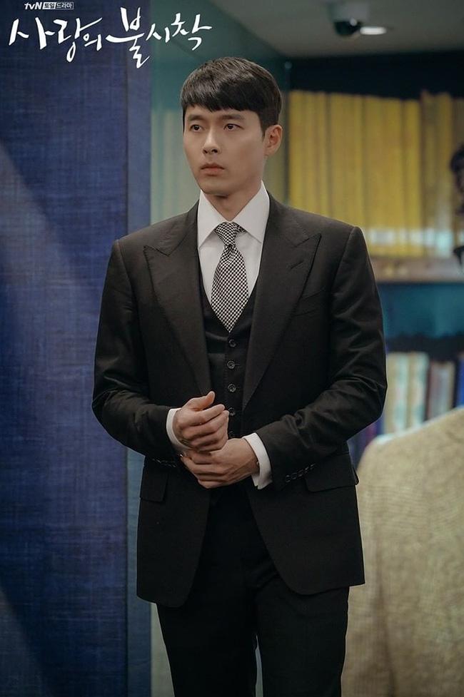 Muốn lịm đi mỗi lần Hyun Bin diện vest cực bảnh trong Hạ Cánh Nơi Anh, lỡ mai này rời xa thì Son Ye Jin biết sống sao?-9