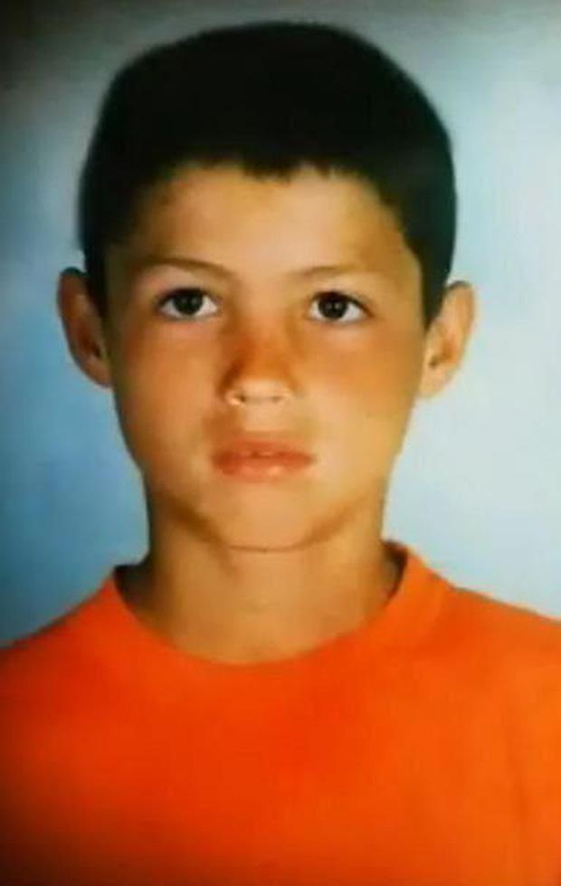 Trong ngày sinh nhật tuổi 35, Ronaldo bất ngờ bị fan đào lại ảnh từ 30 năm trước: Hóa ra, CR7 vốn đẹp trai từ bé-2