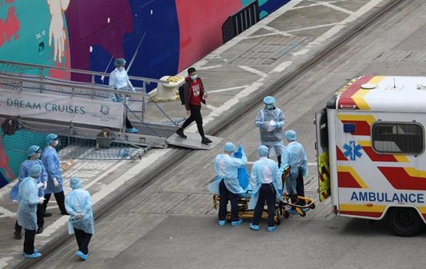 Chùm ảnh bên trong 2 chiếc du thuyền hạng sang đang bị cách ly ngoài khơi giữa đại dịch virus corona, hơn 5000 người không được lên đất liền-11