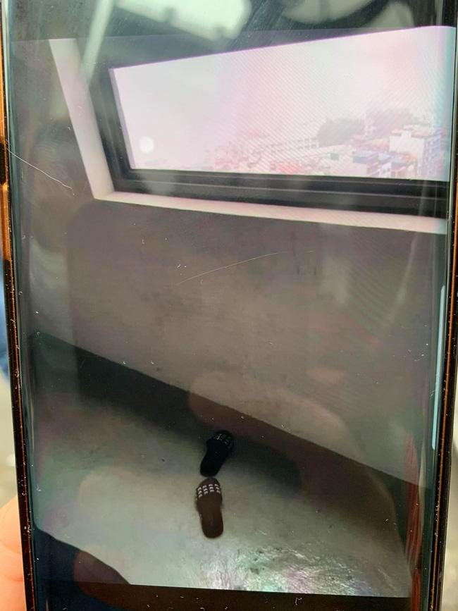 Vụ người phụ nữ nghi nhảy lầu tự tử ở chung cư Golden Palm: Nạn nhân bỏ lại áo khoác và đôi dép trước khi trèo ra cửa sổ-1