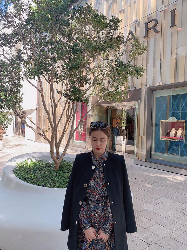Hoàng Thùy Linh khoe street style nhưng dân tình chỉ chú ý vào chiếc kính râm thấp thoáng bóng hình Gil Lê-1