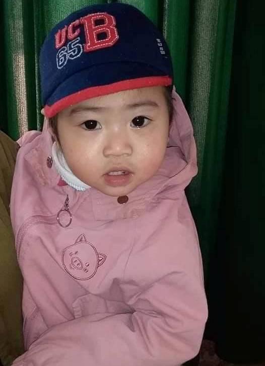 Bé gái hơn 1 tuổi bị bỏ rơi tại sân nhà người dân cùng chữ ký Người mẹ không tốt-2
