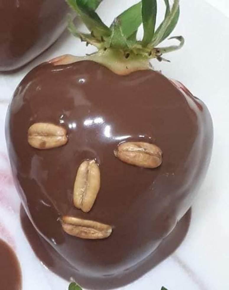 Dâu tây đắp mask chocolate phiên bản sai trái mùa Valentine: Shop nào bán cái này đề nghị có tâm chút, không thì lứa đôi chia lìa!-3