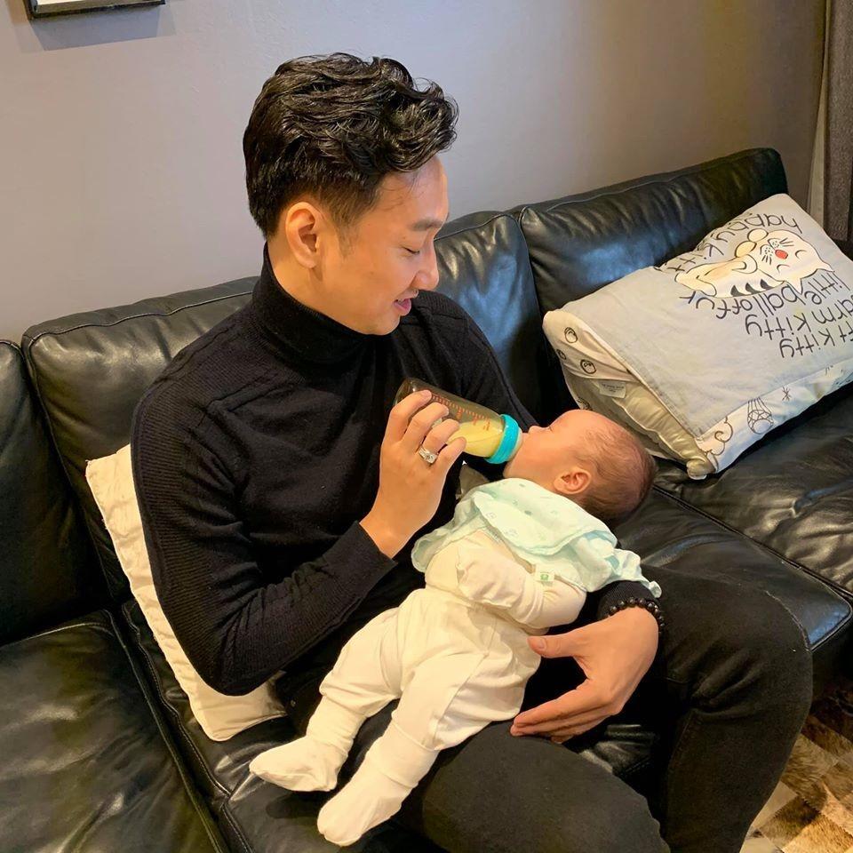 Hai bé trai song sinh đáng yêu nhà MC Thành Trung-4