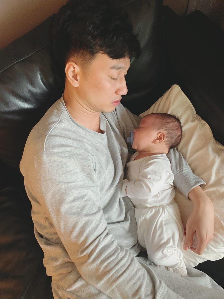 Hai bé trai song sinh đáng yêu nhà MC Thành Trung-5