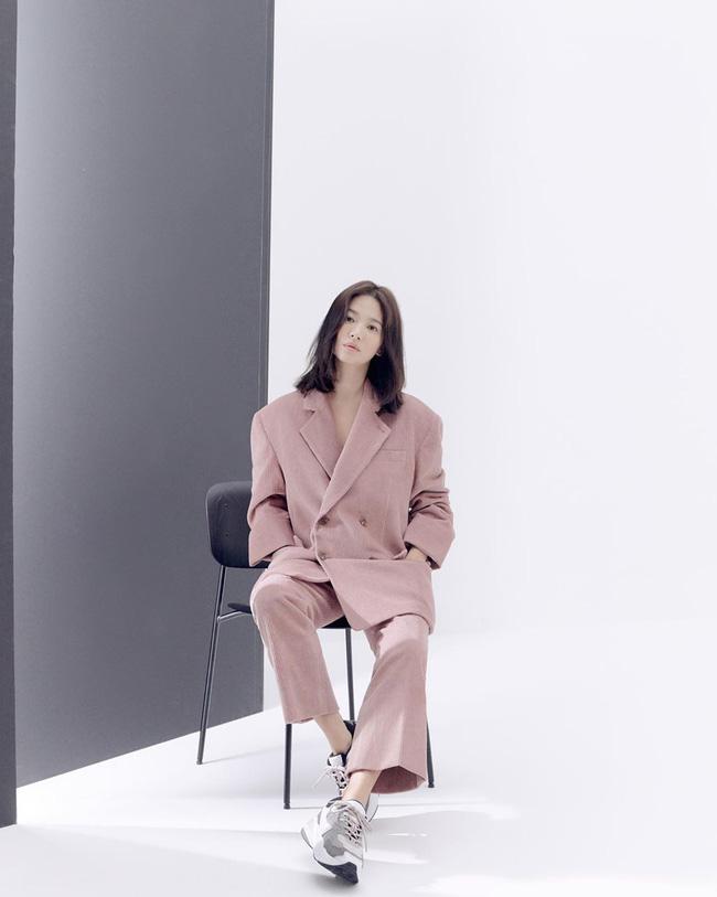 Bạn học 12 ý tưởng diện đồ hồng từ sao nữ Hàn thì Valentine chỉ xinh và sang chứ không có chuyện sến-1