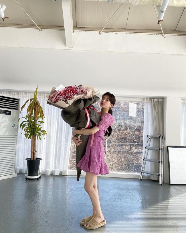 Bạn học 12 ý tưởng diện đồ hồng từ sao nữ Hàn thì Valentine chỉ xinh và sang chứ không có chuyện sến-11